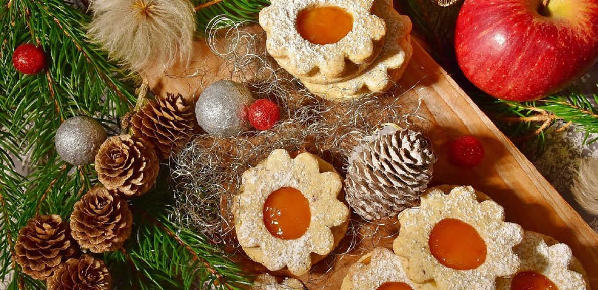 15 Simple Holiday Crafts and Recipes For Families